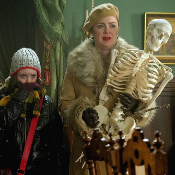 Benny, Saga och mamma Kicki i Mysteriet på Greveholm