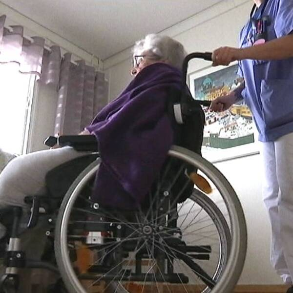 Skickas hem direkt från sjukhuset – trots att de är för sjuka.