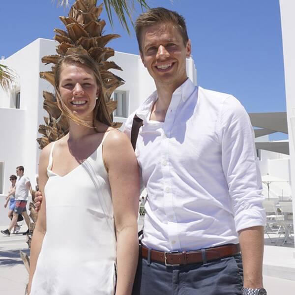 När Peter Lindström och Ida Lundquist landade på Santorini i Grekland hade de varit på resande fot i 31 timmar. När SAS ställde in deras flygning bokade de själva flyg via Istanbul och Aten för att slutligen landa på sin slutdestination. Deras bröllop äger rum på tisdag.