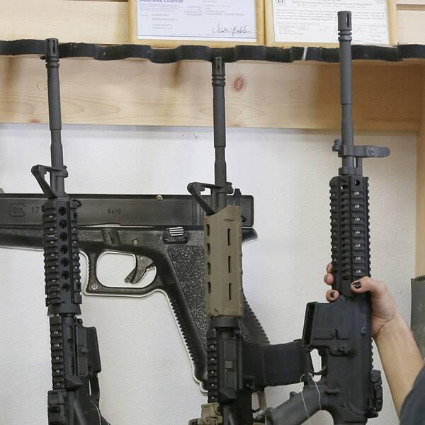 AR-15, halvautomatiska vapen, av samma typ som gärningsmannnen i Orlandodådet använde.