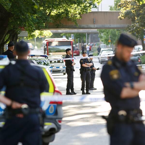 Poliser på Tensta allé