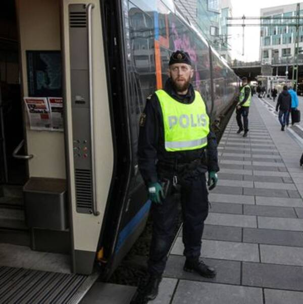 Gränskontroller på Hyllie station