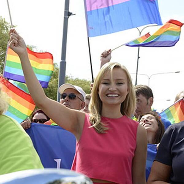 ristdemokraternas partiledare Ebba Busch Thor (KD) under lördagens Prideparad som gick genom Stockholms gator från Kungsholmstorg med slutdestination Östermalms IP.