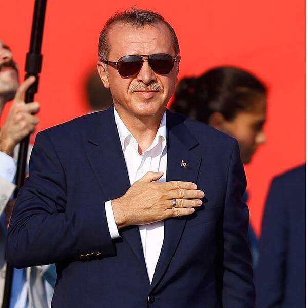 President Erdogan framför väldiga folkmassor i Istanbul