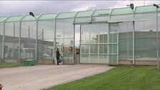 Entrén till Kumlafängelset.