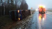 Busschauffor fastklamd efter olycka