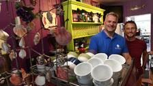 Howard Browes och Jason Clixby äger ett kafé i Holyhead och oroar sig för mindre trafik och sämre lönsamhet efter brexit.