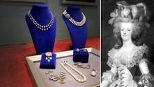 De smycken som nyligen visades upp i New York har ett sammanlagt värde på mellan 1,5 och 3 miljoner dollar – till höger den franske kungen Ludwig XVI:s hustru Marie-Antoinette.