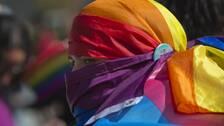 En av deltagarna i prideparaden Pristina, Kosovo, i år.
