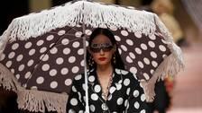 Kinesiska e-handelsföretag tar ner Dolce & Gabbanas artiklar från sina hemsidor.