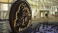 Swedbanks aktie fortsätter att rasa