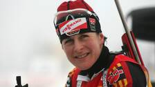 Den tyska skidskyttelegendaren Uschi Disl hyllade Hanna Öberg.