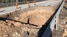 Slukhåket var ungefär en meter i diameter från början, här på bilden har hålet grävts upp.