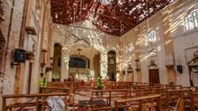Stor förödelse i kyrkorummet. Hål i taket.