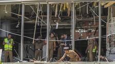 Två självmordsbombare slog till mot lyxhotellet Shangri-La i Sri Lankas huvudstad Colombo. På bilden syns polis inspekterar hotellet efter detonationen.