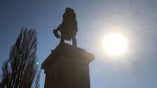 Karl IX och andra karlstadbor har sommar redan i april. I alla fall meteorologiskt sett...