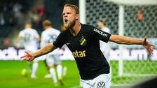 Daniel Sundgren firar vad som blev AIK:s segermål (1-0) hemma mot Häcken.