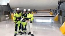 Stefan Magnusson, sektionschef KM7, Johan Isaksson, driftingenjör KM7 och Maria Engnes, projektchef BillerudKorsnäs visar stolt den nya kartongmaskinen på Gruvöns Bruk.