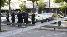 Poliser i Sollentuna där två män i 20-respektive 25-årsåldern, blev skjutna.