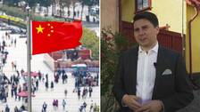 Kinesiska flagg och Adam Hofmann.