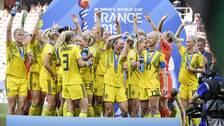 Svenska damlandslaget i fotboll jublar efter segern i lördagens VM-bronsmatch mot England på Stade de Nice, Frankrike.