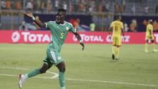 Idrissa Gana Gueye firar med slängkyssar efter 1-0-målet i matchen mot Benin.