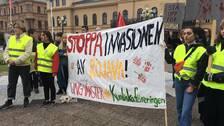 Manifestation för kurderna i Syrien på torget i Sundsvall.