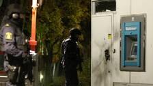 Tungt beväpnad polis patrullerade på Råslätt efter rånförsöket under natten mot söndagen.