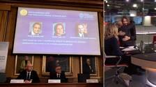 Abhijit Banerjee, Esther Duflo och Michael Kremer blir årets pristagare av Sveriges Riksbanks pris i ekonomisk forskning till Alfred Nobels minne 2019. Något som resulterade i glädjerop i studion.