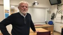 lärare man i klassrum