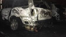 Två bilar totalförstördes vid vad som misstänks vara en anlagd brand på Körfältet under natten mot fredagen.