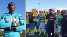 Spelarna från båda lagen samlades efter matchen, som avbröts efter glåpord mot hemmalagets målvakt.