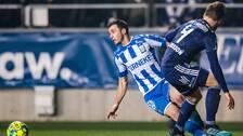 IFK Göteborgs Giorgi Kharaishvili faller i en kamp med Djurgårdens Jacob Une Larsson.
