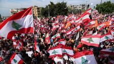 Demonstranter protesterar i närheten av presidentpalatset i Beirut den 3 november 2019.
