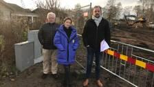 Ulf Ivansson, Sara Töttrup och Dan Lind är alla besvikna på kommunen då de inte fått information i tid om markarbetet utanför deras tomt.