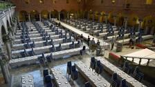 Tusentals bestick och glas ska dukas fram för årets nobelbankett. Arkivbild från 2014.