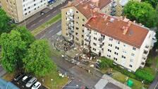 Flygbild där man ser de förstörda balkongerna på hyreshusen efter explosionen.