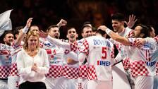 Kroatiens spelare jublar efter den säkrade finalplatsen i handbolls-EM.