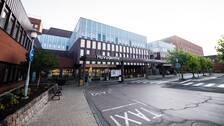 Sjukhusbyggnaden med huvudentré i Karlskrona