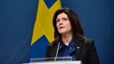 """""""Vi inför nu ett snabbspår för kvalitetssäkring av personlig skyddsutrustning,"""" säger arbetsmarknadsminister Eva Nordmark (S), som också syns i bild."""