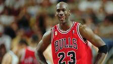 Michael Jordan under en NBA-match med Chicago Bulls 1996. Arkivbild.