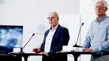 Thomas Lindén, avdelningschef på Socialstyrelsen tillsammans med Folkhälsomyndighetens generaldirektör Johan Carlsson på dagens presskonferens.