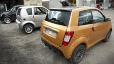 Långsamtgående fordon, LGF. Det kan vara svårt att skilja en mopedbil från en vanlig småbil.