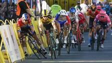 Fabio Jakobsens ramlar in i cykelbanans barriärer.