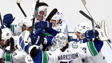 Vancouver Canucks gick vidare till åttondelsfinal trots en svag insats av Jacob Markström.