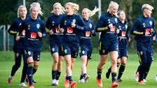 De svenska spelarna tränar inför EM-kvalet mot Ungern och Island.