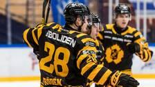 Jesper Frödén jublar efter att ha gjort 2-0 för Skellefteå.