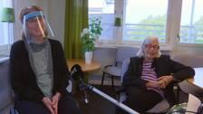 Maria Stade fick idag hälsa på mamma Mimmi för första gången på sju månader.