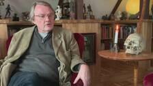 Lasse Diding, vän och grundare av Myrdal-sällskapet, minns Jan Myrdal efter en liten andaktsstund.