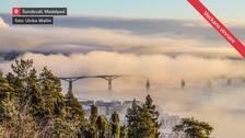 Sundsvallsbron insvept i dimma. Fotot taget från Norra berget. Sundsvall i Medelpad.